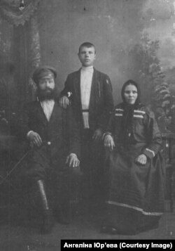 Фёдар і Пелагея Шкялёвы з сынам