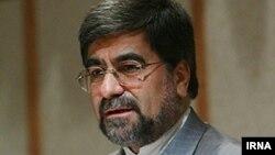 علی جنتی، وزیر فرهنگ و ارشاد اسلامی ایرانمیگوید که سیاست کلی این وزارتخانه برای صدور مجوز کتاب محتوای آن است