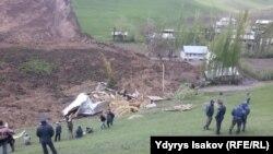 На місці зсуву ґрунту в Киргизстані, 29 квітня 2017 року