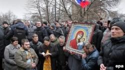 Пророссийские активисты в Симферополе, 26 февраля 2014 года