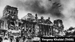 آرشیف، تصویر از جریان جنگ جهانی دوم