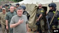 Арсен Аваков у таборі АТО, фото 15 липня 2014 року