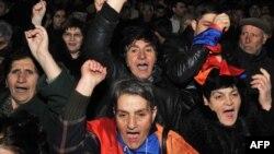 По словам Рубена Меграбяна, дополнительные голоса АНК привлечет не сама повестка. Многое будет зависеть от уличной активности