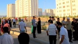 Aşgabat: Awtobus gatnawy selçeňledi, duralgada duranlar köpeldi