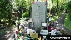 Памятник на братском захоронении жертв сталинского террора в 1930-1942 годы, где похоронен и Алихан Букейхан. Донское кладбище Москвы, 2009 год. (Фото предоставлено пресс-службой московского предприятия «Ритуал»).