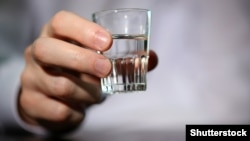 Generic – Man hand with glass of vodka