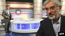 محمود احمدینژاد و میرحسین موسوی در مناظره انتخاباتی ۱۳ خرداد ۸۸. آقای احمدینژاد در این مناظره تهدید کرد مدارکی درباره زهرا رهنورد منتشر میکند.