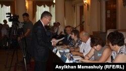 Избирательная комиссия Карасайского района Алматинской области. 7 августа 2013 года.