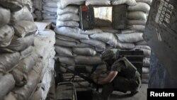 Архівне фото: боєць «ДУК ПС» на бойовій позиції на шахті «Бутовка», 7 червня 2015 року