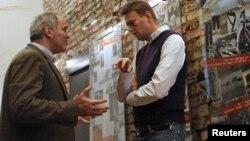 Оппозиционеры Алексей Навальный (справа) и Гарри Каспаров обсуждают ближайший митинг-шествие 4 февраля в Москве