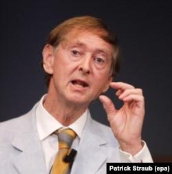 Профессор Джон Оксфорд, профессор вирусологии в Лондонском университете и один из ведущих мировых экспертов по инфекционным заболеваниям.