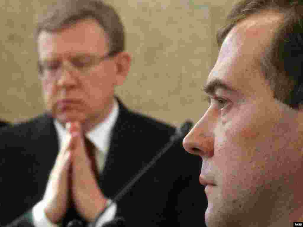 Russian President Dmitry Medvedev and Finance Minister Aleksei Kudrin at a government meeting on September 26 that led to Kudrin's exit. (ITAR-TASS/Yekaterina Shtukina)