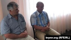 Решад Меметов (слева) на конференции крымской общественности «Мы помним»