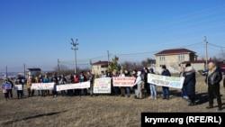Жители симферопольской Каменки провели пикет против планов российского министерства ЖКХКрыма построить мусороперегрузочную станцию, 26 января 2020 года