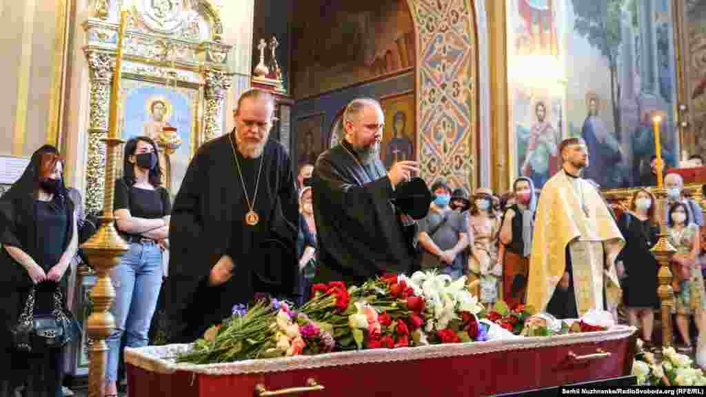 Предстоятель Православної церкви України Епіфаній (на фото – праворуч)