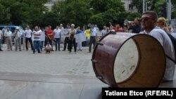 La o demonstrație de protest în fața BNM