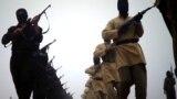 صورة نشرها أحد المواقع الجهادية لمسلحي داعش خلال استعراض في موقع غير محدد - 4 كانون الثاني 2014