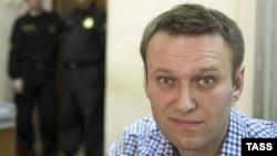 Алексей Навальный перед рассмотрением очередного административного дела против него (Москва, 7 марта 2014 года)