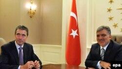 Preşedintele turc Abdullah Gul şi Secretarul General NATO Anders Fogh Rasmussen la Ankara