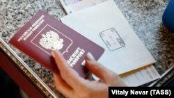 Российский паспорт. Иллюстративное фото.