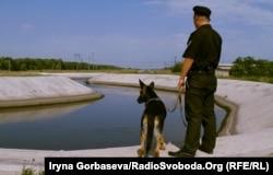 Канал Северский Донец — Донбасс искусственный канал в Донецкой области Украины, построенный в конце пятидесятых годов, обеспечивал 80% потребности Мариуполя