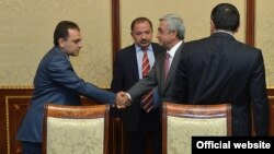 Armenia -- President Serzh Sarkisian meets with Aghvan Vartanian (C) and other leaders of Dashnaktsutyun party to discuss constitutional reform, Yerevan, 26Aug2015