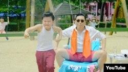 Gangnam Style klibinden bir görnüş.