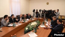 Armenia - Representatives of the Armenian government, opposition and civil society hold talks in Yerevan on anti-fraud amendments to the Electoral Code, 15Apr2016