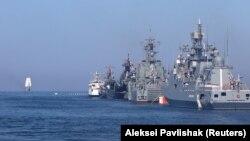 Российское военные корабли на рейде Севастополя