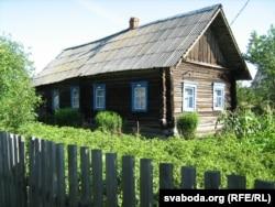 Так дом бабулі ў вёсцы Мялешкавічы на Мазыршчыне выглядае цяпер