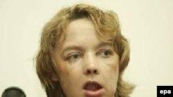 صورت ایزابل دینور، توسط سگ خانگی کنده شده بود