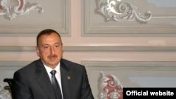 Ильхам Алиев беседует с азербайджанскими журналистами в Стамбуле, 8 июня 2010