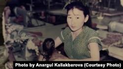 1986 год. 18-летняя работница Алматинской швейной фабрики Анаргуль Садыкова. Фото из семейного архива.