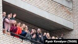 Коронавирус боис айрим Россия университетлари талабалари ялпи карантинга олинди.
