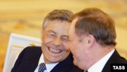 Петр Сумин (слева)