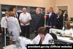 Аляксандар Лукашэнка на ААТ «Тэхніка сувязі» ў Барані