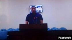 Исполняющий обязанности генерального директора компании «Шымкентпиво» Нургали Досанбаев на скриншоте с трансляции дистанционного допроса из суда в Астане в суде № 2 города Атырау. 18 октября 2016 года.