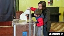 Голосування на виборах президента України на одній з виборчих дільниць в Одесі, 31 березня 2019 року