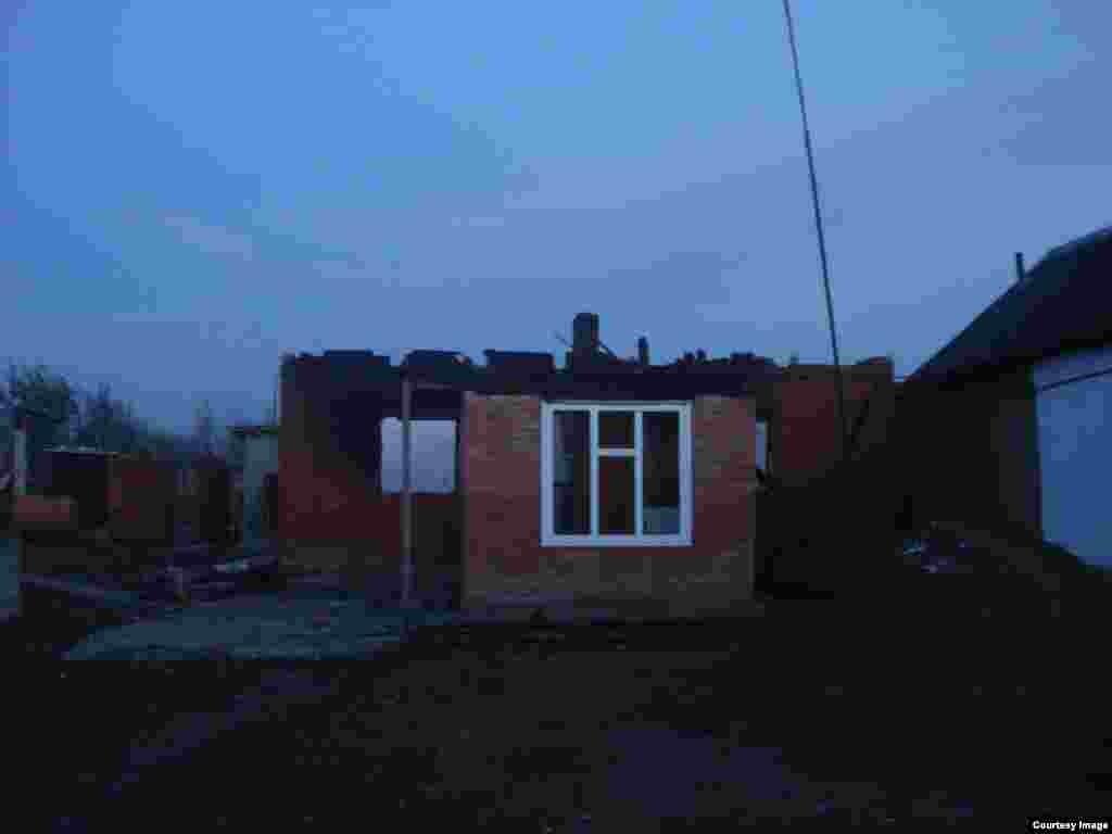 """Тремя днями ранееглава ЧечниРамзан Кадыровопубликовалв Instagram'e запись о том, что родители должны отвечать """"за поступки своих сыновей и дочерей"""", и если """"боевик совершит убийство, его семья будет немедленно выдворена из Чечни без права возвращения, а дом снесен""""."""