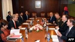 د امریکا د بهرنیو چارو وزیر له پاکستاني چارواکو سره