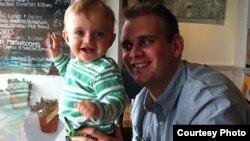 Люк Олнат з сынам