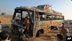 در حادثه برخورد یک تانکر تیل با یک بس مسافر بری در پاکستان ۱۳ نفر کشته شده اند.