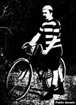 Вядомы беларускі раварыст Міхаіл Дзявочка на старце Міжнароднай гонкі Пецярбург - Масква
