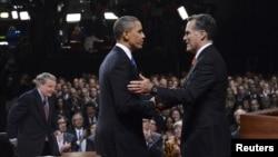 АҚШ-тағы президент сайлауына түсіп жатқан Барак Обама (сол жақта) мен оның қарсыласы Митт Ромни. Денвер, 3 қазан 2012 жыл.