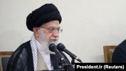 آیتالله علی خامنهای رهبر ارشد مذهبی ایران