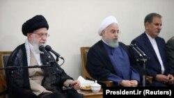 رهبر جمهوری اسلامی گفته که تحریمهای آمریکا یکی از دو عامل اصلی مشکلات ایران است.