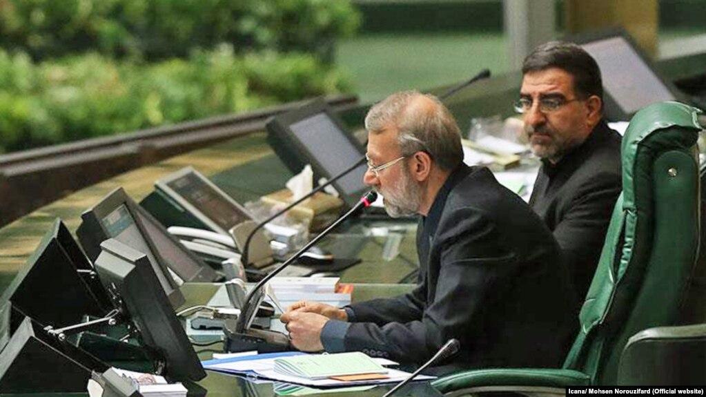 علی لاریجانی (چپ)