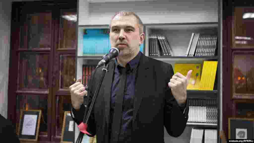 Выступае пісьменьнік Альгерд Бахарэвіч.
