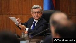 Президент Армении Серж Саргсян на совещании в правительстве, 15 сентября 2012 г.