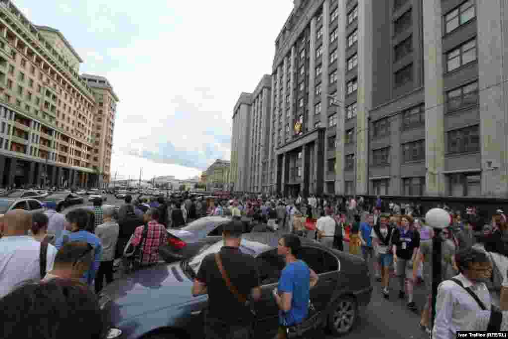 Около здания Государственной думы